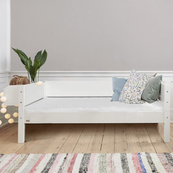 Manis-h White Day Bed in Snow White